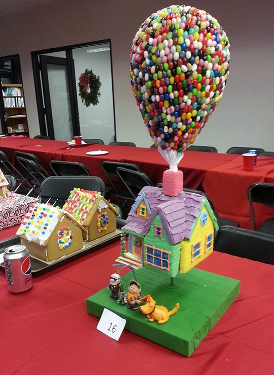 cool-gingerbread-house-Up-Disney