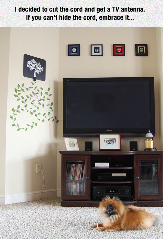 funny-TV-room-cord-decorated-tree