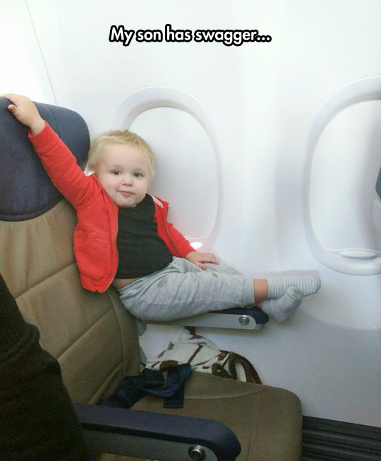 funny-baby-sitting-cool-airplane-chair