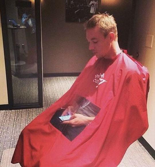 funny-hair-saloon-robe-plastic-peephole
