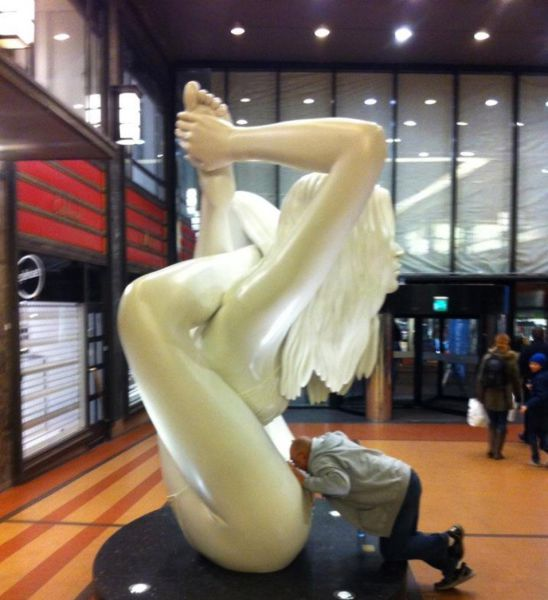 some_people_can_turn_statues_and_sculptures_into_something_vulgar_640_05