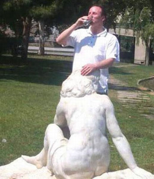 some_people_can_turn_statues_and_sculptures_into_something_vulgar_640_42