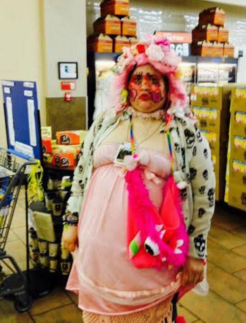 Strange-and-funny-people-of-walmart-012-1