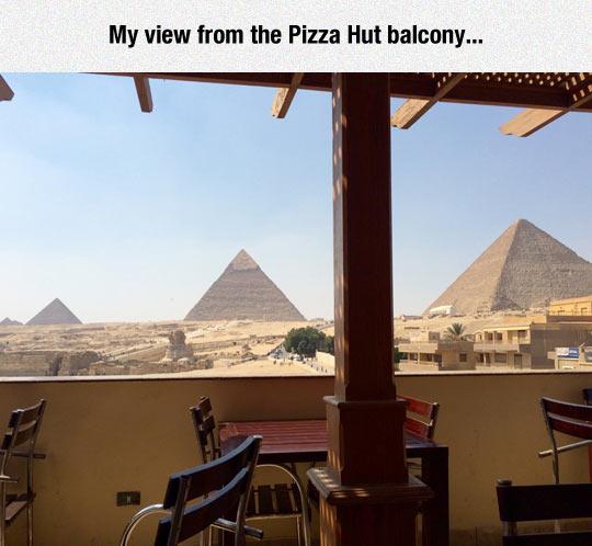 funny-Egypt-pyramids-balcony-view