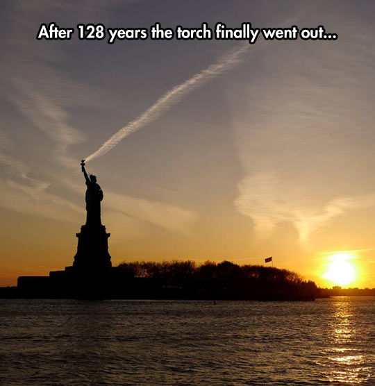 funny-Liberty-Statue-sun-went-out