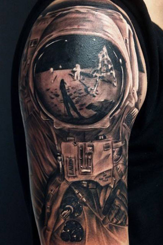 the astronaut on moon tattoo - photo #7