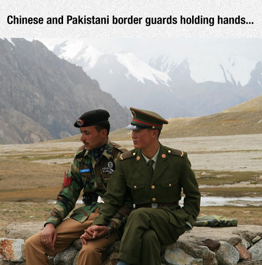 cool-border-guards-friends-holding-hands-Pakistani