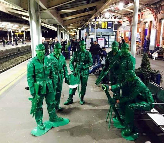 funny-army-men-costume-party