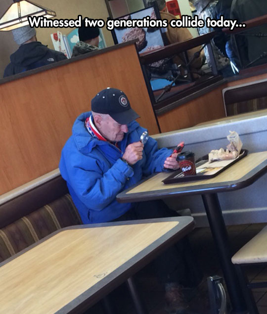 funny-old-man-magnifying-glass-phone