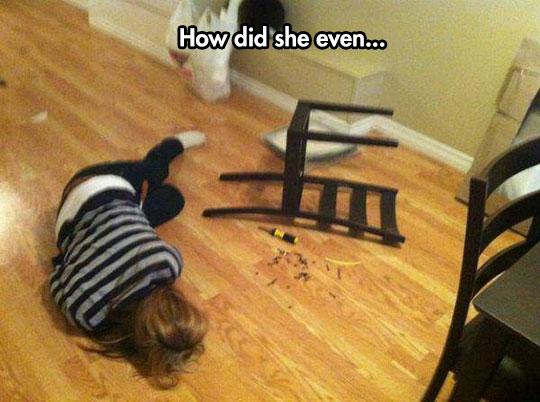 funny-woman-chair-fail-screws
