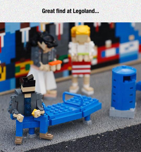 funny-Keanu-LEGO-Legoland-bench