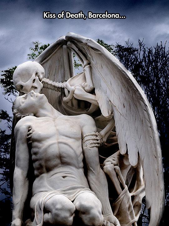 funny-angel-death-statue-skeleton