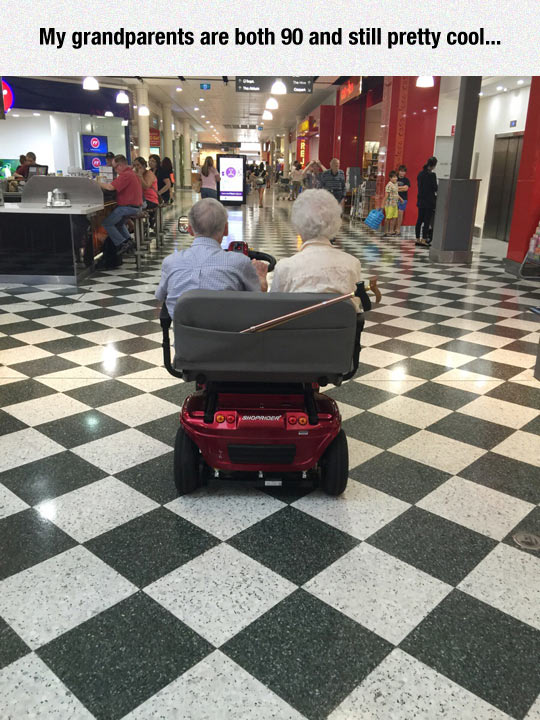 funny-old-couple-mall-car-vehicle