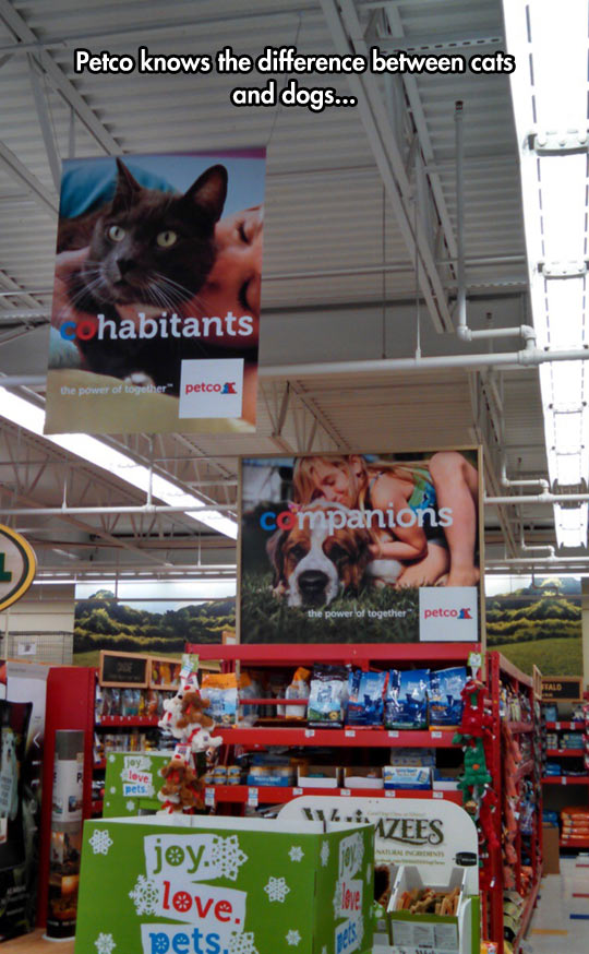 funny-sign-Petco-difference-cats-dog