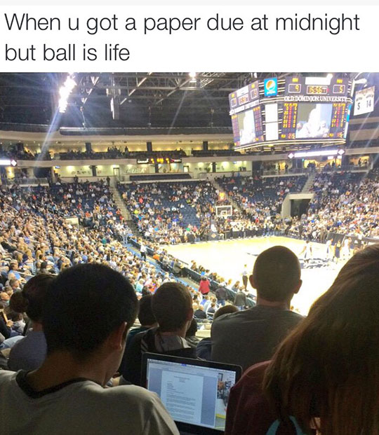 funny-teen-NBA-game-writing-laptop
