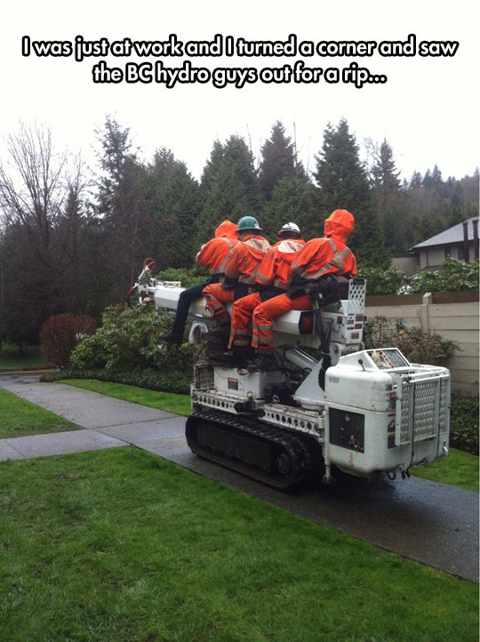 funny-workers-ride-hydro-machine