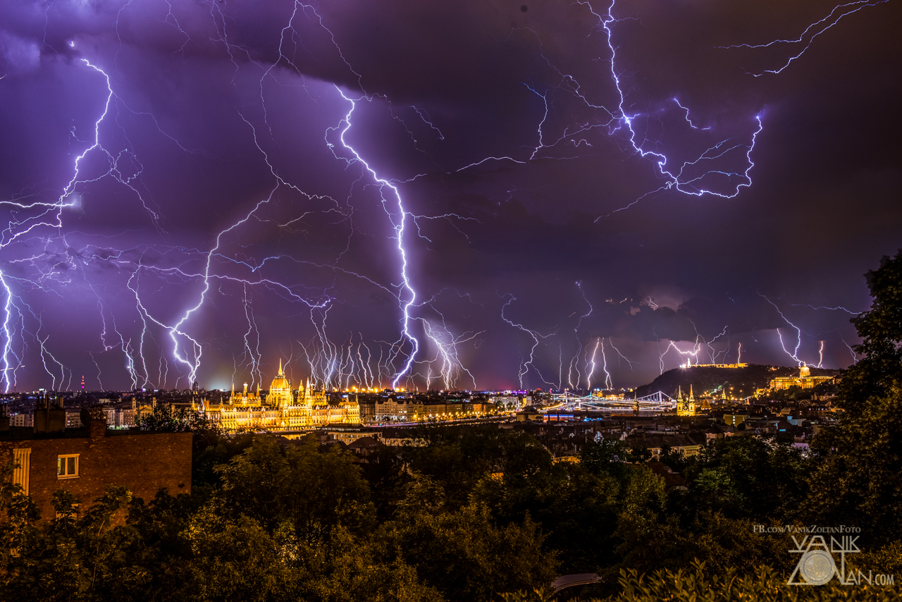 Two hours worth of lightning on one pic