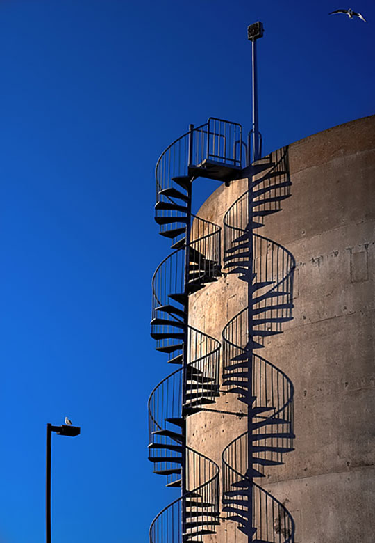cool-shadow-staircase-building