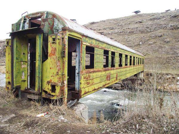 Bridge in India made out of an abandoned train-car.