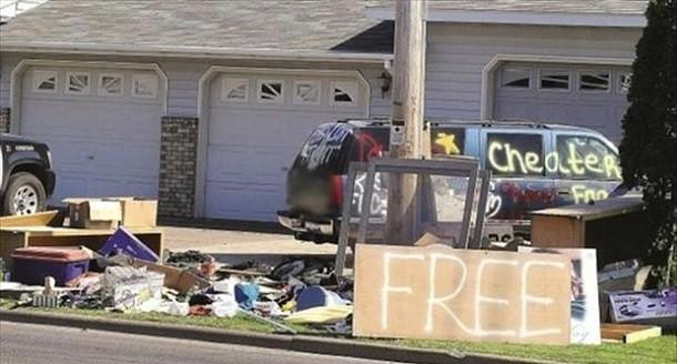 Divorce-Garage-sale-sign-1-610x328