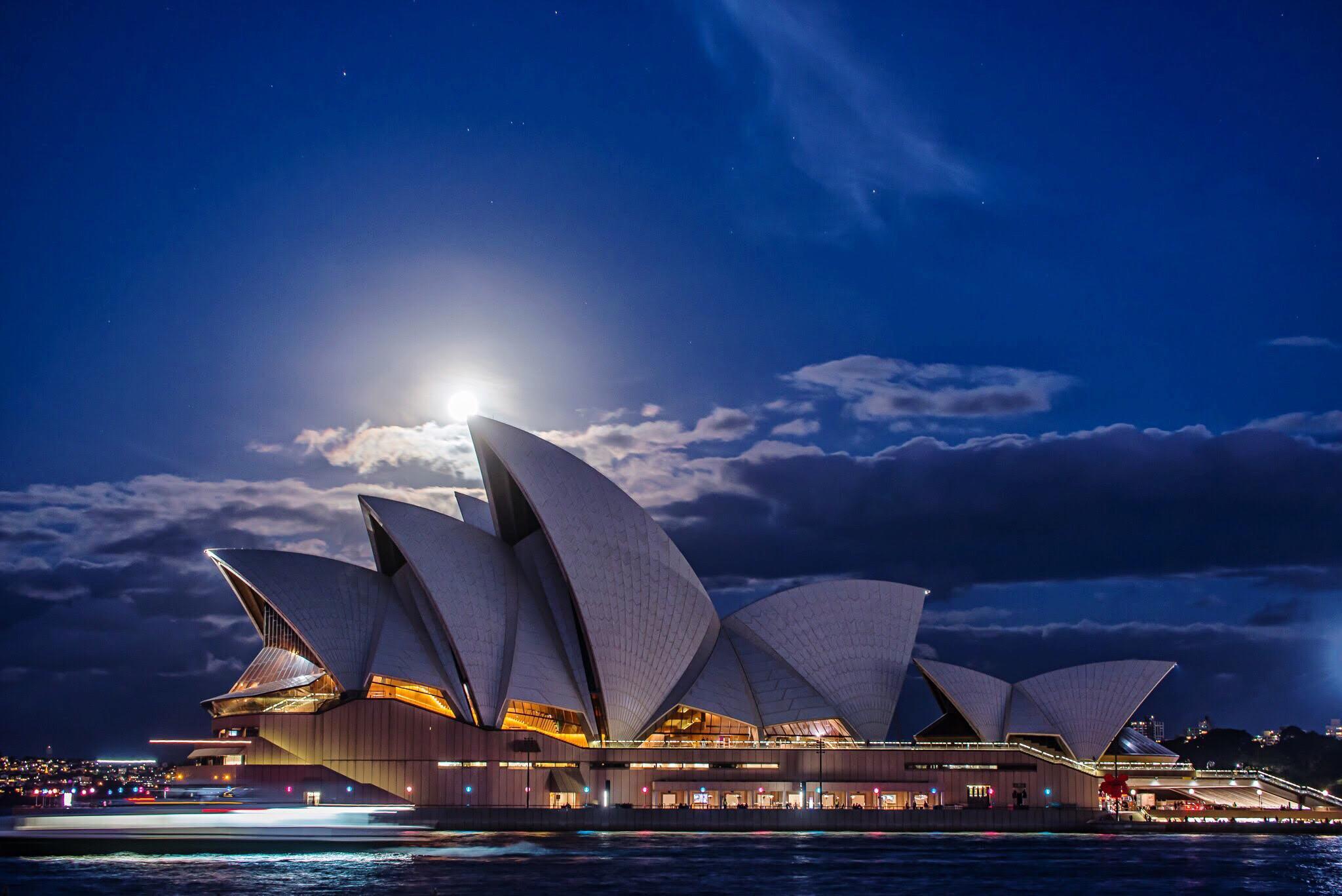 Sydney Opera House under the moonlight
