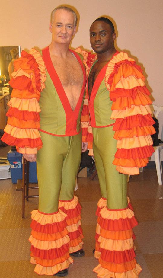 funny-Wayne-Brady-Colin-Mochrie-samba-suit