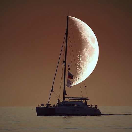 funny-boat-moon-sea-sailor