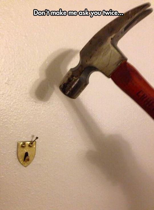 funny-hammer-nail-face-hanger