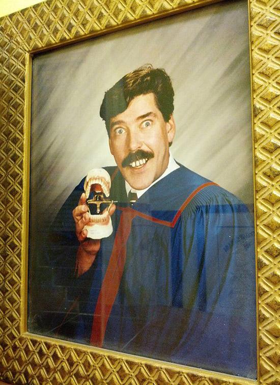 funny-portraint-dentist-teeth-awkward-family-photos