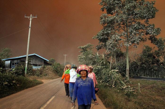 indonesian_volcano_01