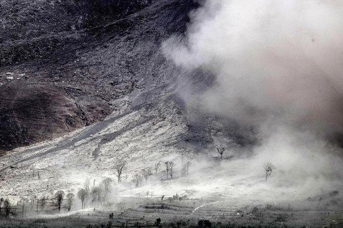 indonesian_volcano_08