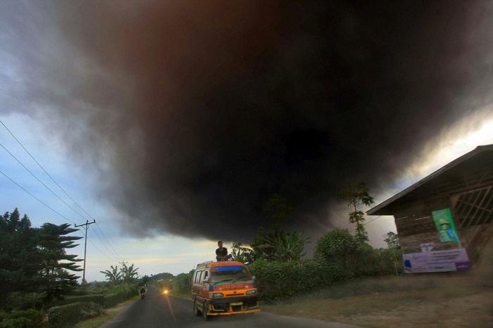 indonesian_volcano_10