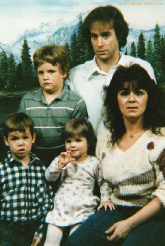 portrait-snapshot-old-family-stunnedawkward_family_photos