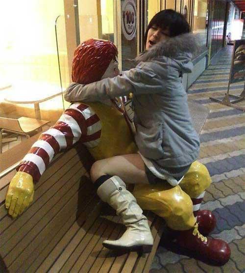 ronald-mcdonald-statue-ride