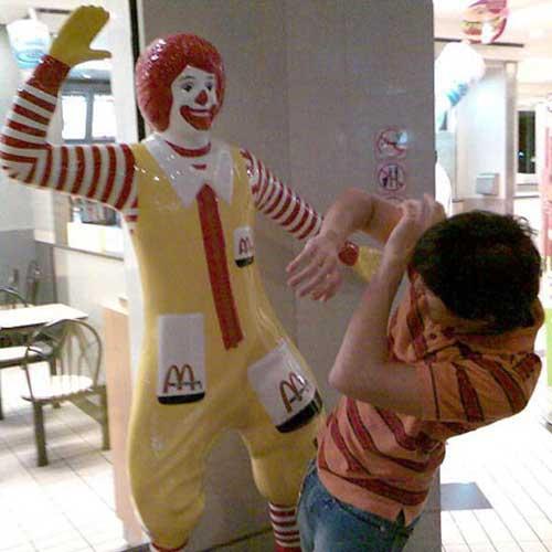 ronald-mcdonald-statue-slap