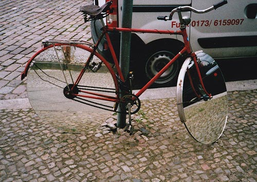 Mirror wheels on a bicycle
