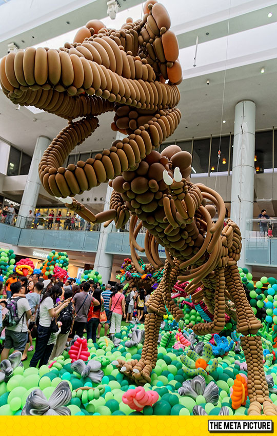 cool-balloon-T-Rex-shopping-mall