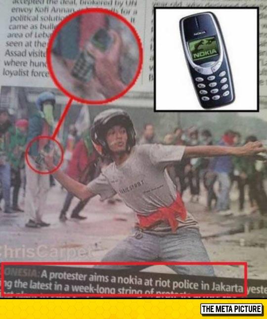 funny-Indonesia-Nokia-phone-riot