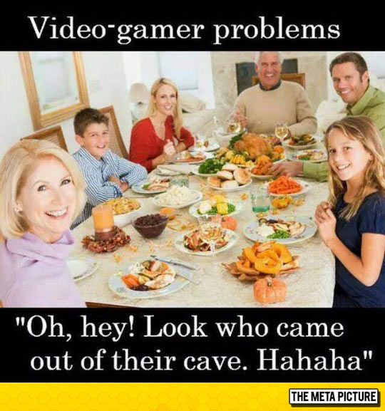 funny-video-gamer-problem-family-lunch