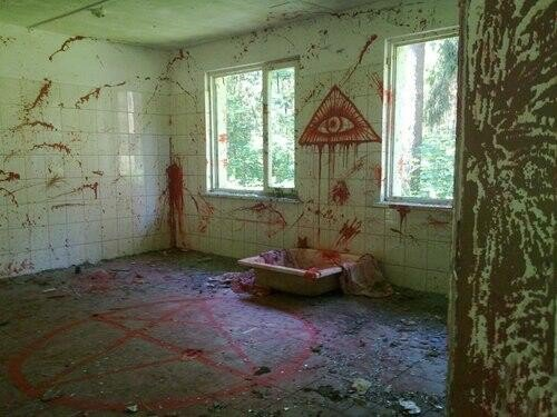 2. A Picture Of The Abandoned House!