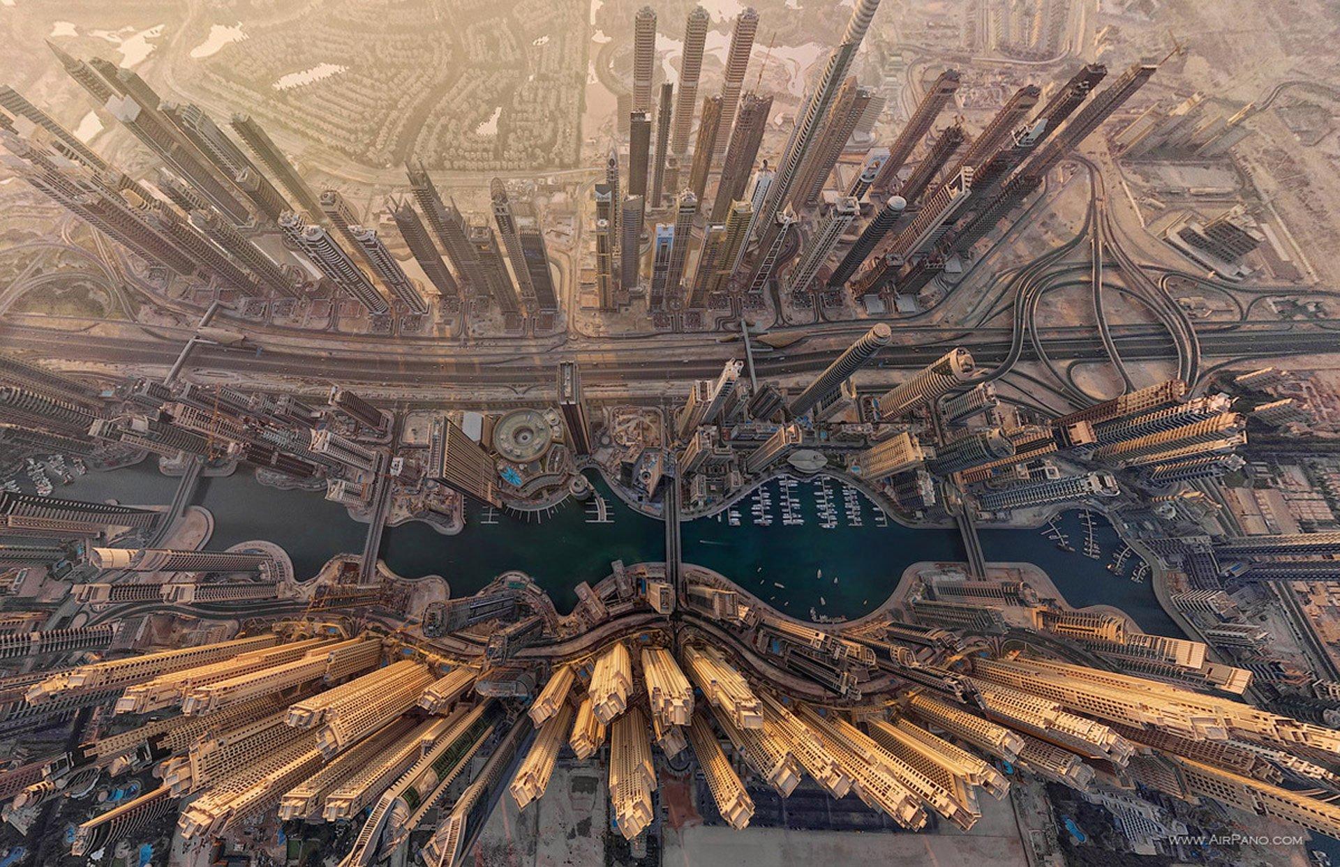 Bird's eye view of the Dubai Marina (i.imgur.com)