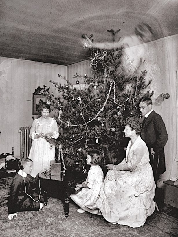 22 creepy vintage photos that will haunt your dreams for Classic christmas films black and white