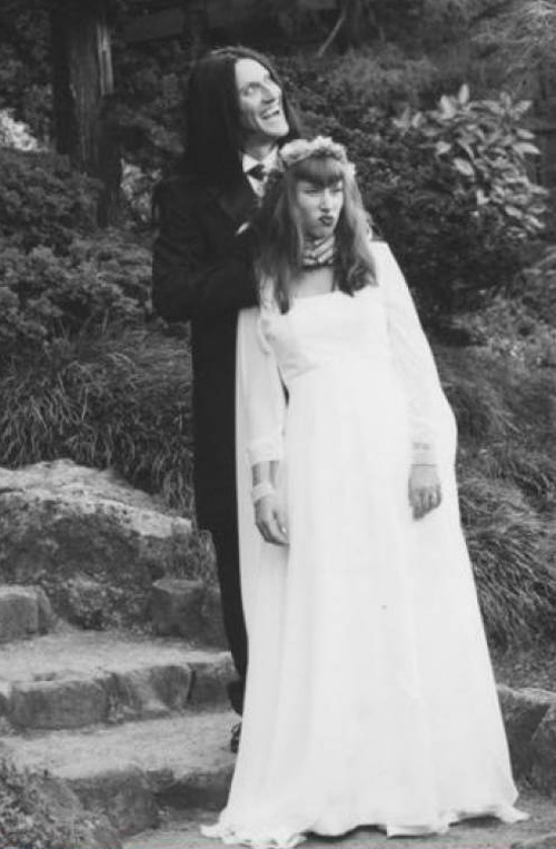 Vintage-Creepy-Old-Photos-bride-groom-wedding