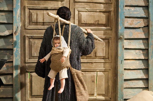 baby-carrier-wood-pole