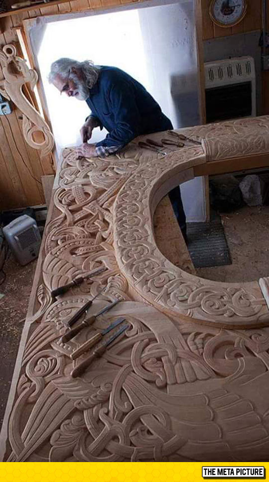 cool-wood-carving-knife-table