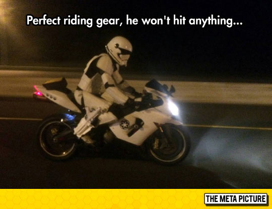 funny-bike-Stormtrooper-ride-night-costume
