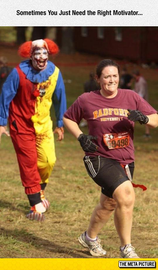 funny-creepy-clown-chasing-runner