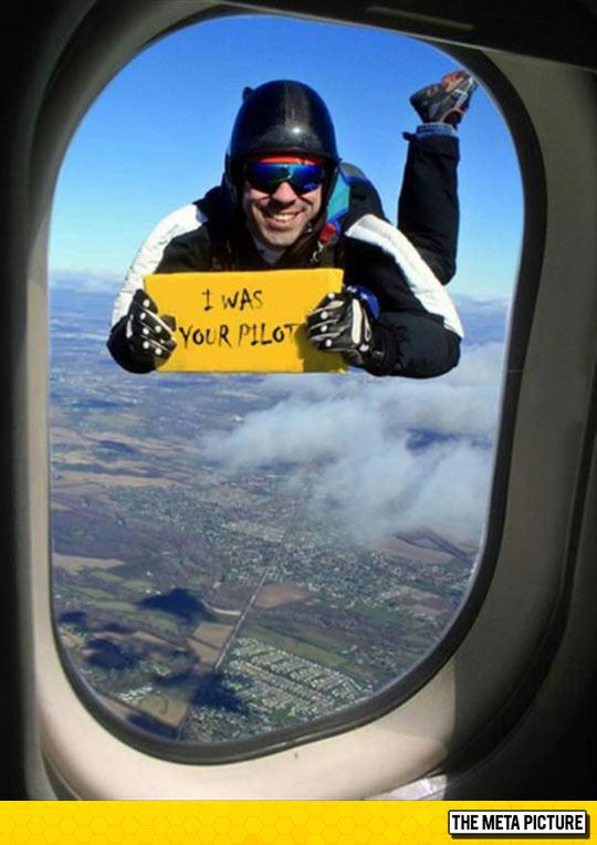 funny-pilot-airplane-outside-prank