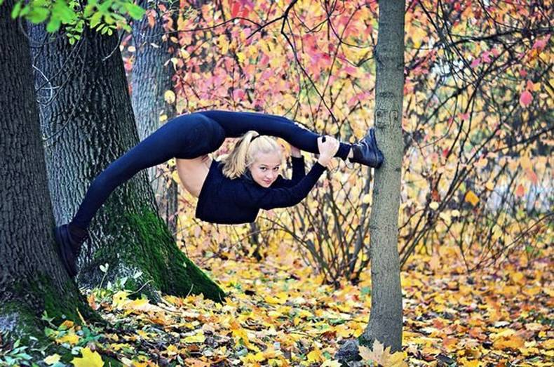 Gymnast in the trees