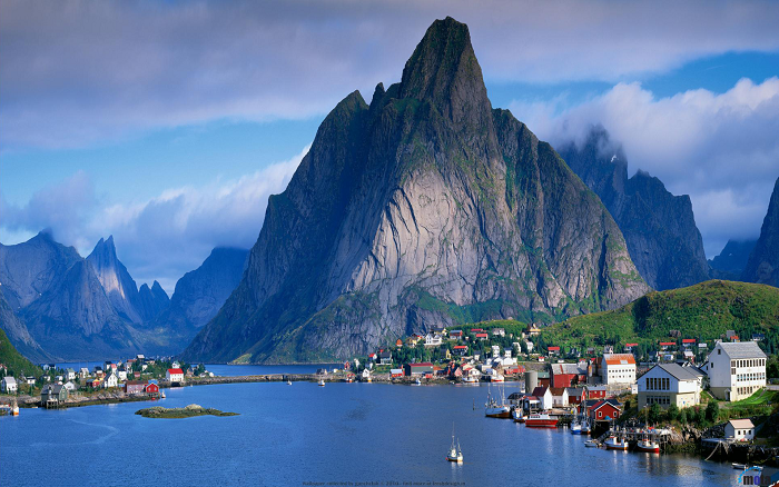 The breathtaking fishing village of Reine, Norway